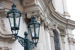Фонарик на предпосылке исторического здания в Праге Стоковые Фотографии RF