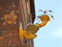 Фонарик на улицах Сиены в Тоскане, Италии Стоковое Изображение