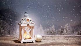 фонарик рождества и снежные ели на заднем плане Стоковые Фотографии RF