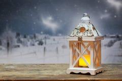 фонарик рождества и снежные ели на заднем плане Стоковое Изображение