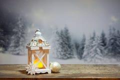 фонарик рождества и снежные ели на заднем плане Стоковая Фотография