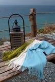 Фонарик свечи на предпосылке моря стоковые изображения