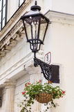 Фонарик улицы с цветками гераниума Стоковое фото RF