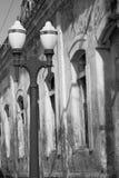 Фонарный столб и здание Стоковые Изображения