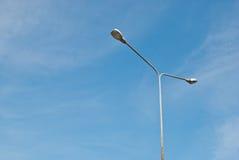 Фонарный столб улицы на солнечный день Стоковые Изображения
