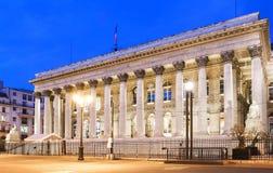 Фондовая биржа дворца на ноче, Парижа Парижа Brongniart, Франции Стоковое Фото