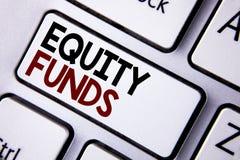 Фонды акций текста сочинительства слова Концепция дела для инвесторов пользуется большие льготами при долгосрочные инвестиции нап стоковое фото