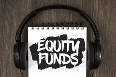 Фонды акций текста сочинительства слова Концепция дела для инвесторов пользуется большие льготами при долгосрочные инвестиции нап стоковое изображение