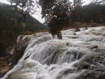 фонтанируя вода водопада стоковое изображение
