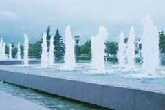 Фонтаны в парке города Стоковые Изображения RF
