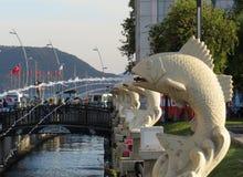 Фонтаны в форме каменной рыбы Стоковое Фото