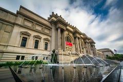 Фонтаны и столичный музей изобразительных искусств, в Манхаттане, новом стоковые изображения