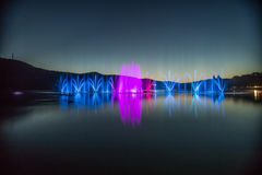 Фонтаны на озере Стоковое Изображение