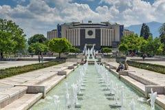 Фонтаны перед национальным дворцом культуры в Софии, Болгарии Стоковое Изображение RF