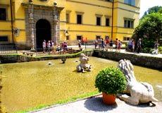 Фонтаны фокуса путешествуют на замке Hellbrunn Стоковые Фото