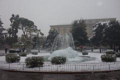 Фонтан бюстгальтера под снегом, городом Вероны в Италии Стоковое Фото