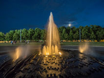 Фонтан близко к ноча Стоковое Изображение