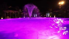 Фонтан в бассейне с освещением видеоматериал