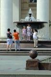 Фонтан в городской Москве Струя воды Около большого театра стоковое фото
