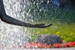 Солнечний свет брызгает в фонтане Стоковое фото RF