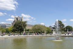 Фонтан в парке жалюзи, Париж r стоковые изображения