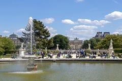 Фонтан в парке жалюзи, Париж r стоковая фотография rf