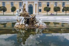 Фонтан в парке Schonbrunn стоковые изображения