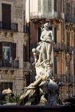 Фонтан Дианы на аркаде Archimede в Сиракузе, Сицилии стоковая фотография rf