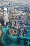Фонтан Дубай & озеро, взгляд Highrise Стоковые Изображения RF