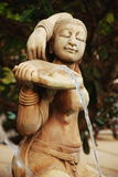 Фонтан женщины песка каменный красивый Стоковые Изображения