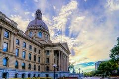 Фонтан здания законодательой власти Альберты стоковое фото rf