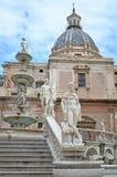 фонтан Италия palermo pretoria стоковые фотографии rf