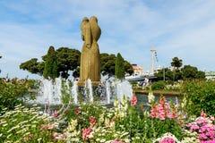 фонтан и статуя ангела в парке Yamashita Стоковые Изображения RF