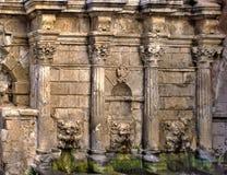 Фонтан и стена Rimondi в Remathion стоковое фото rf