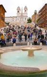 Фонтан на аркаде Spagna на испанском языке шагает в Рим стоковые изображения rf