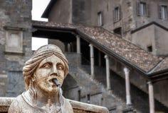 Фонтан на главной площади в Бергаме - Италии Стоковые Фотографии RF