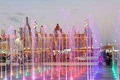 Фонтан на глобальной деревне в Дубай Стоковое Фото