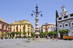 Фонтан на квадрате Virgen de los Reyes, Севилье, Испании стоковое фото rf