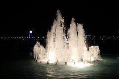 Фонтан на ноче. Abu Dhabi Стоковые Фото