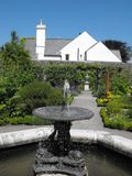 Фонтан на садах физики Cowbridge Стоковое фото RF