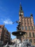 Фонтан Нептуна и здание муниципалитет в Гданьске, Польша Стоковая Фотография