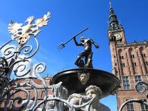 Фонтан Нептуна и здание муниципалитет в Гданьске, Польша Стоковое Изображение RF