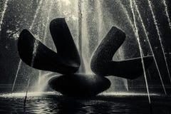 Фонтан облегченный с backlight солнца Стоковая Фотография