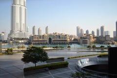 Фонтан & озеро Дубай Стоковая Фотография