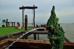 Фонтан от рта дракона Красивый вид на море от Стоковые Изображения RF