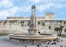 Фонтан сработанности перед замком Карла V, Lecce Стоковое Фото