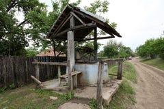 Фонтан страны старый в деревне стоковые изображения rf