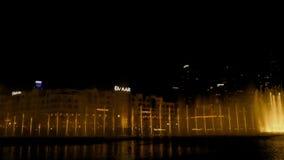Фонтан танцев Дубай ночью видеоматериал