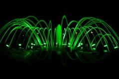 Фонтан танцев на ноче стоковая фотография