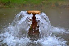 Фонтан термальной весны в пруде Стоковая Фотография RF